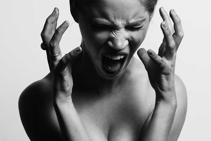donna che urla con dap disturbo di attacchi di panico