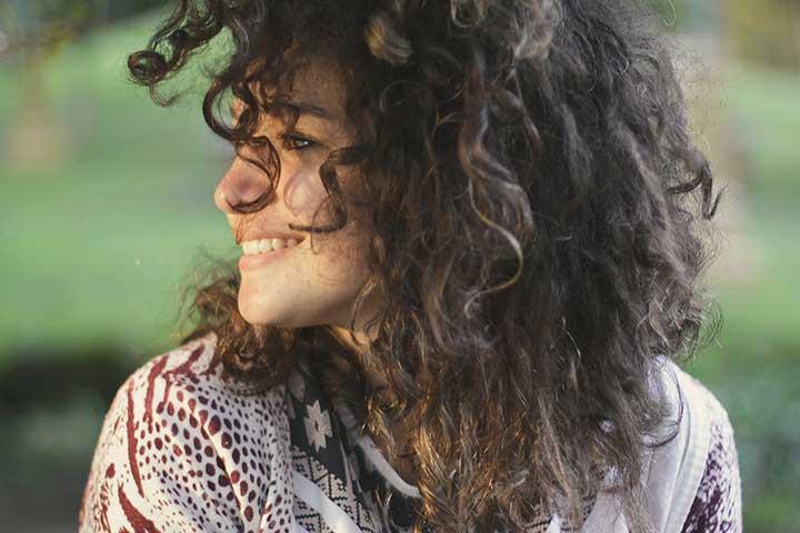 ragazza sorridente dopo terapia dap disturbo attacchi di panico