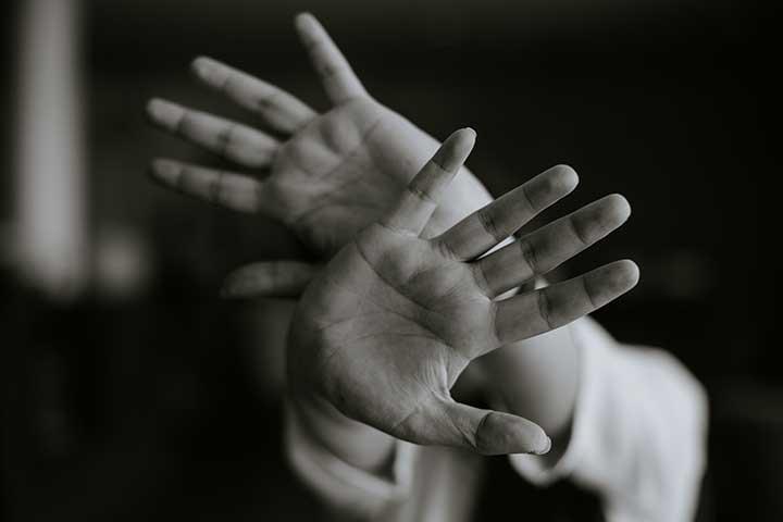 mani di paziente con doc e depressione