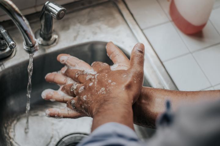 mania di lavarsi le mani da doc da contaminazione