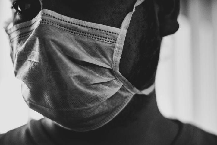 indossare mascherina per doc da contaminazione
