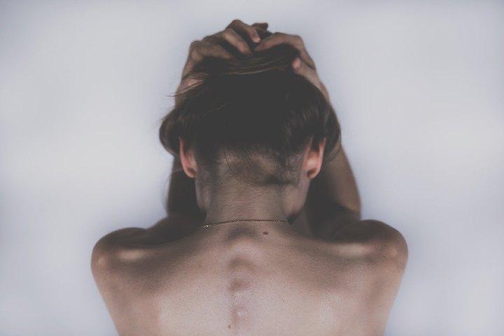 stress e ansia causano tricofagia