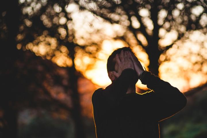 paura di farsela addosso causa ansia in uomo